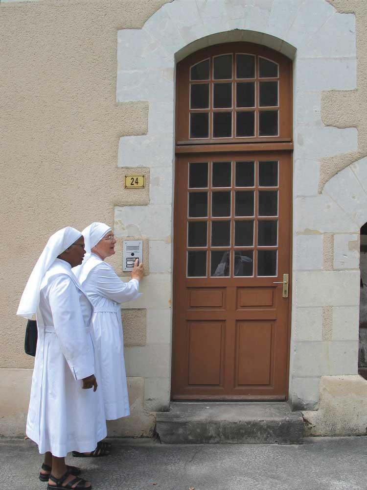 Providence petites soeurs des pauvres for Salon uv porte de chatillon