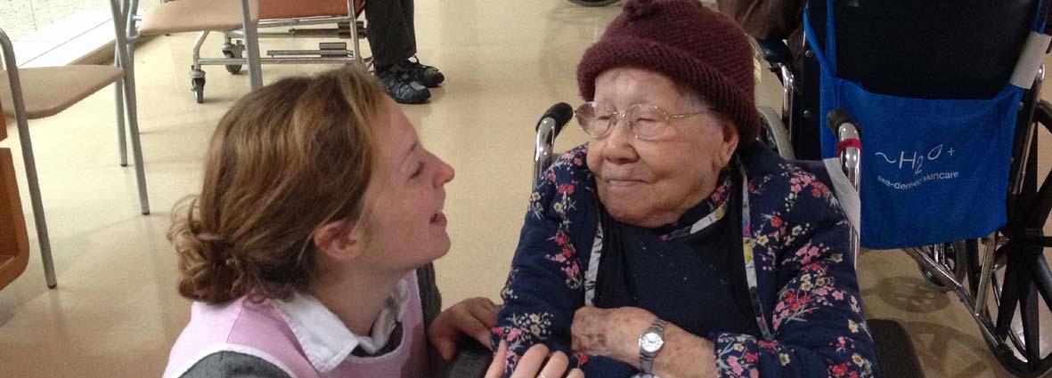 résident et personne âgée en Asie