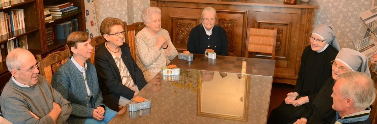 Associés Jeanne Jugan et petites soeurs en réunion